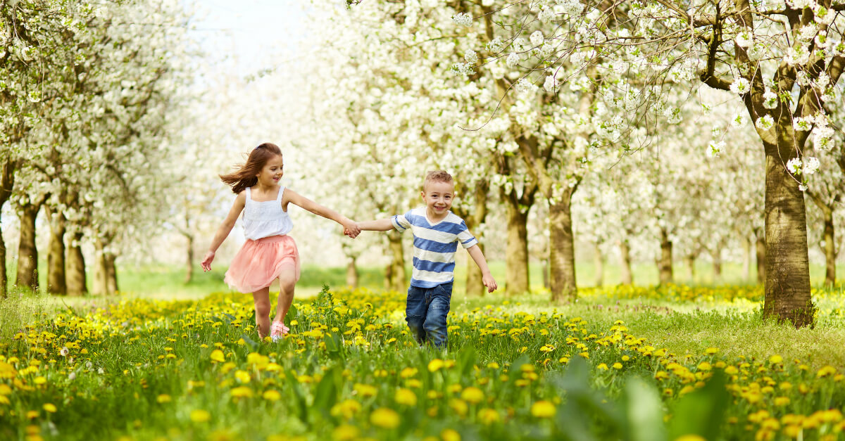 5 simple and creative ways kids can celebrate new life in Jesus. Love these Easter and Spring activities!